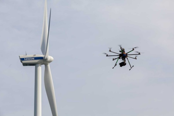 UAV-wind-turbines-inspection-600x400